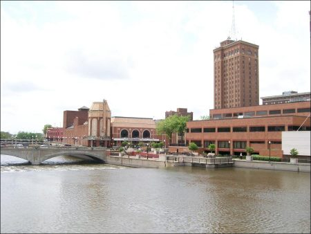 Aurora city on both sides of the Fox River at Illionis