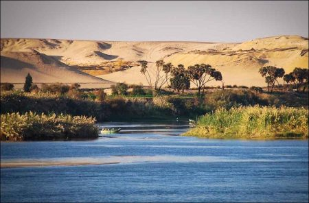 Nile: The Valley between Aswan and Isna