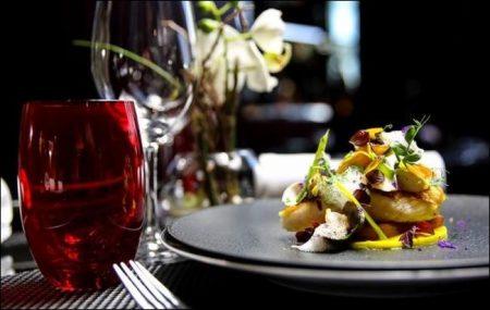 Paris with 8.000 restaurants and bistros